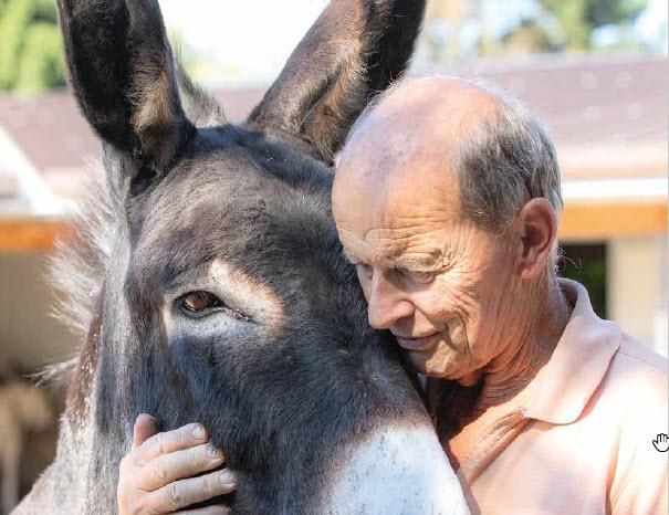 Pro Tier Viktor Huber mit Esel